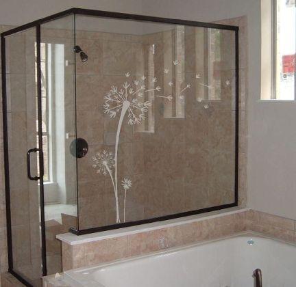 trang trí toilet bằng decal kính mờ