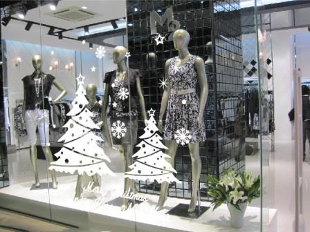 trang trí decal cho cửa hàng thời trang