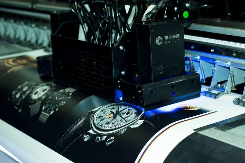 Công nghệ in uv có đèn sấy làm sản phẩm khô nhanh ngay lập tức