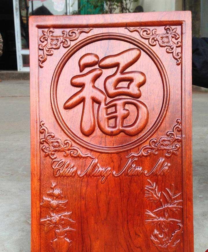 Bản lịch gỗ Việt treo tường sau khi được cắt khắc hoàn chỉnh (thiếu phần lịch giấy)